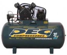 Compressor de ar Marca PEG Modelo NAPL 20/200, deslocamento Teórico: 20 pés³/min 565 l/min, RPM:918, Pressão mínima de operação: 135 lbf/pol² 9,3 bar, Pressão máxima de operação: 175 lbf/pol² 12,3 bar, Potência de Motor: 5 hp 2 polos, Número de estagios: 2, Número de pistões: 2, Volume do reservatório: 200 litros, Dimensões: (alt-larg-comp) 1075x650x1075 mm