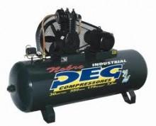 Compressor de ar Marca PEG Modelo NAPL 30/350, deslocamento Teórico: 30 pés³/min 850 l/min, RPM:1090, Pressão mínima de operação: 135 lbf/pol² 9,3 bar, Pressão máxima de operação: 175 lbf/pol² 12,3 bar, Potência de Motor: 7,5 hp 2 polos, Número de estagios: 2, Número de pistões: 2, Volume do reservatório: 350 litros, Dimensões: (alt-larg-comp) 1255x750x1950 mm